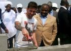 Messi pone la primera piedra del estadio de Port Gentil