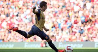 El Arsenal arrasa al Olympique de Lyon y Cazorla marca