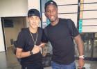 Neymar se encuentra a Drogba en su regreso a Barcelona