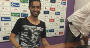 Silva se presenta con el Jaén con una camiseta de Franco