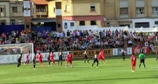 Sporting y Almería empatan en un duelo de dominio gijonés