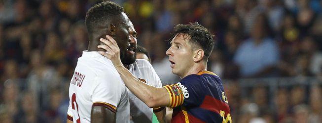 Messi cogió del cuello a Yanga Mbiwa, central del Roma