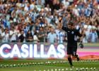 Casillas, aclamado por la grada en la presentación del Oporto