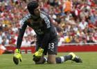 Cech, de héroe a villano: West Ham conquista el Emirates