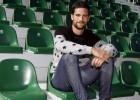 Adrián González rescinde con el Elche y firma con el Eibar