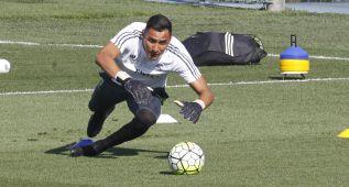 Keylor Navas encabezará a Costa Rica ante Brasil y Uruguay