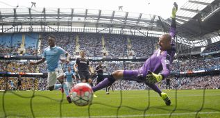 El City sigue líder con los goles de Sterling y Fernandinho