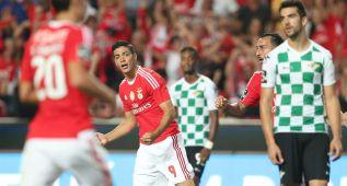 Raúl Jiménez marca en la remontada del Benfica