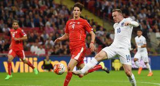Inglaterra gana, sigue invicta y Wayne Rooney hace historia