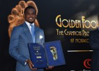 Eto'o recibe el 'Golden Foot'