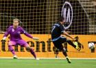 Villa mantiene con vida al NY City; marcan Lampard y Drogba