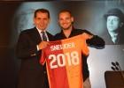 El Galatasaray hizo oficial la renovación de Sneijder