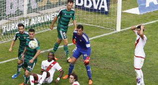 Westermann y Rubén Castro castigan al Rayo en Vallecas