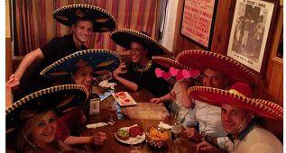 Rakitic disfruta de su noche de domingo como mexicano