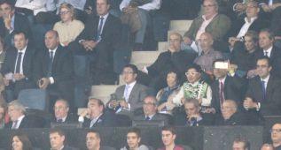 Zhang Lin disfrutó de su primer derbi en el palco del Calderón