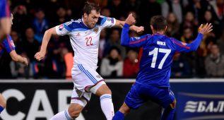 Rusia pone un pie en la Eurocopa al ganar en Moldavia