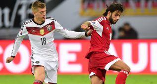 Kroos y Alemania sufren para sellar su clasificación