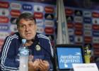 Martino dice que Tévez no puede jugar donde Messi