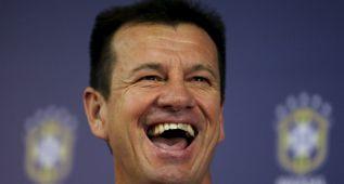 Dunga apela a un humorista para devolver la sonrisa a Brasil