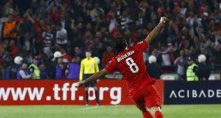 Un golazo de falta de Inan mete a Turquía en la Eurocopa