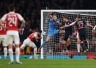 Giroud y Özil le dan al Arsenal sus tres primeros puntos