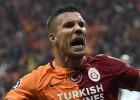El Galatasaray remonta y vence al Benfica y aprieta el grupo C
