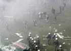 El derbi de Atenas se suspende por violencia entre aficiones
