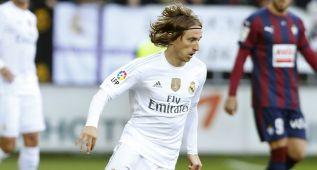 Luka Modric recupera más que Casemiro y crea más que Isco