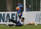 Fabricio abandona la sesión por molestias en la rodilla