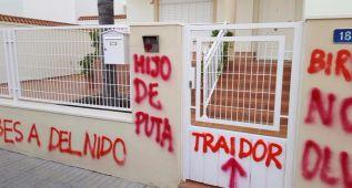 Aparecen pintadas contra Del Nido Carrasco y Gómez Miñán