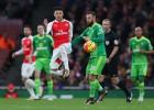 El Arsenal vence al Sunderland y sigue la estela del Leicester