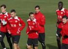 Zé Castro entrena en el grupo y podría jugar frente al Madrid