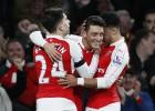 El Arsenal se coloca líder provisional al ritmo de Özil