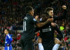 Trabajado triunfo del Liverpool, que caza al United en la tabla