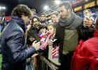 Tiago, ya sin muletas, firmó autógrafos en el Calderón