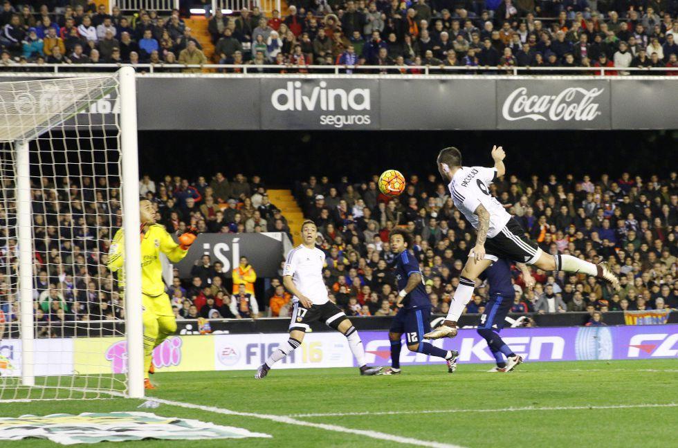 Gol de Alcácer en el Valencia vs Real Madrid de la Liga BBVA