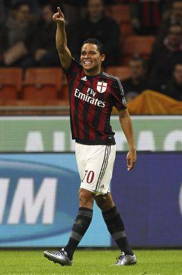 Un gran Bacca lleva al Milan a las semifinales de Copa
