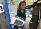 ¿Ibrahimovic vendiendo billetes en una estación de metro?