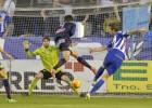 Un solitario gol de Barreiro mantiene líder al Alavés