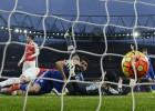 Un gol de Diego Costa deja al Leicester como único líder