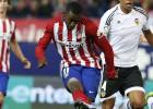 Simeone señala a Jackson Martínez antes de ir al Camp Nou