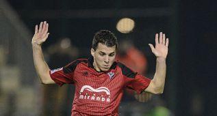El Mirandés arrolla al Osasuna y se acerca a puestos de playoff