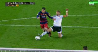 Dudoso penalti de Mustafi a Messi que le costó la roja