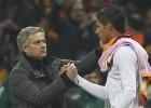 Mourinho le pide al United que fiche en verano a Varane