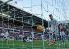 El Liverpool se acerca a Europa haciéndole un set al Villa
