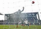 Un doblete de Harry Kane deja a los Spurs a dos del Leicester