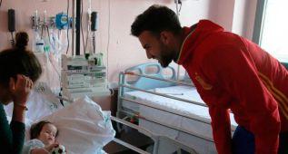 La Sub-19 sacó una sonrisa a los niños de un hospital de Huelva