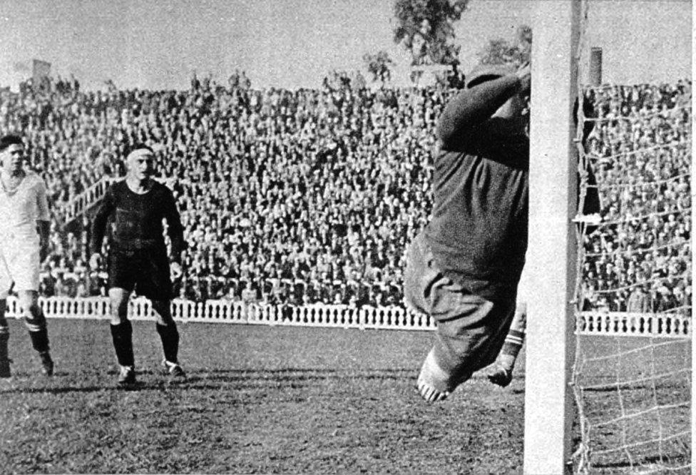 El 21 de abril de 1935 el Barcelona derrotó al Real Madrid por 5-0 con 4 goles de Ventolrá y 1 de Escolá, impidiendo que los blancos se pusieran lideres en la clasificación de La Liga.