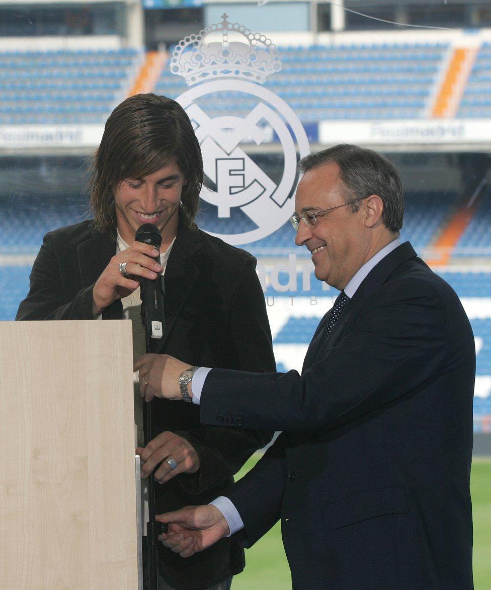 La presentación de Sergio Ramos con el Real Madrid. Fue el primer fichaje español con Florentino Pérez como presidente en la temporada 2005-06.