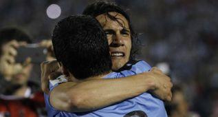 Uruguay sufre para ganarle a un duro Perú en el Centenario